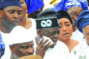 •Asiwaju Bola Tinubu and other sympathisers at the burial yesterday