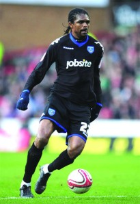 •Kanu Nwankwo in the colours of Portsmouth