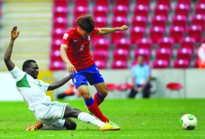 GRITTY…...Nigeria's midfielder Ovbokha Agboyi (left) vies with Korea Republic's defender Sim Sangmin during a group stage match at the FIFA U-20 World Cup at the TT Arena stadium in Istanbul on 27 June, 2013. AFP PHOTO