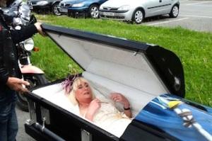 coffin-briide