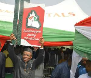 Governor Udom Emmanuel of Akwa Ibom State, displaying a Christmas Card presented to him by the State Chapter of the Peoples Democratic Party (PDP) to the Party faithful during his visit to the Party Secretariat.