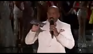 Host Steve Harvey apologising to the audience