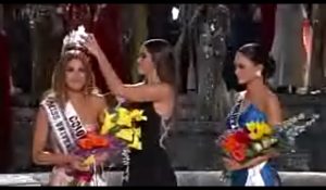 The crown being taken off the 'wrong' Miss Universe