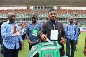 Gov. Udom Emmanuel casting his vote during the last general electioin