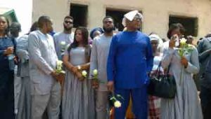 Stephen Keshi with his children mourning.