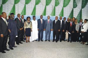 Governor Udom Emmanuel (m)  in flanked by members of the Nigerian Bar Association