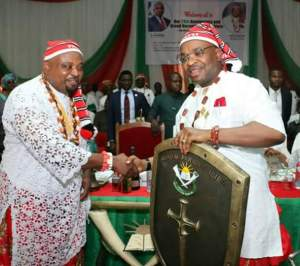 Gov Udom Emmanuel (right) being presented with a shield by the International President, Mboho Mkparawa Ibibio, Akparawa Monday Etukakpan (left) during his investiture as member Mboho Mkparawa Ibibio at the Mboho Mkparawa Ibibio International Secretariat, Udo Udoma Avenue, Uyo.