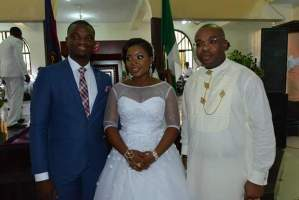 Gov Udom Emmanuel (right) with the newly wedded couple
